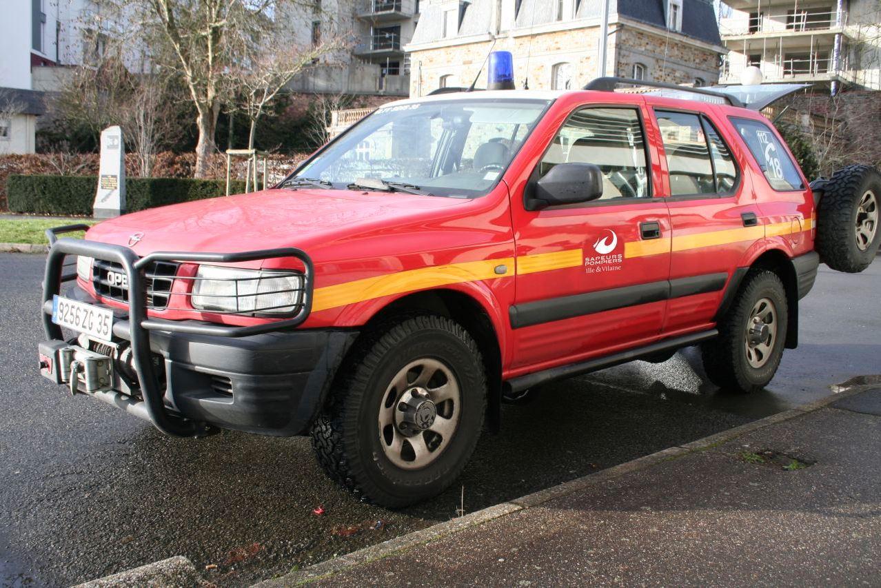 Véhicule de Liaison Hors Route – VLHR (véhicule tout terrain servant aux reconnaissances, aux liaisons ou au transport de personnel ou de matériel)